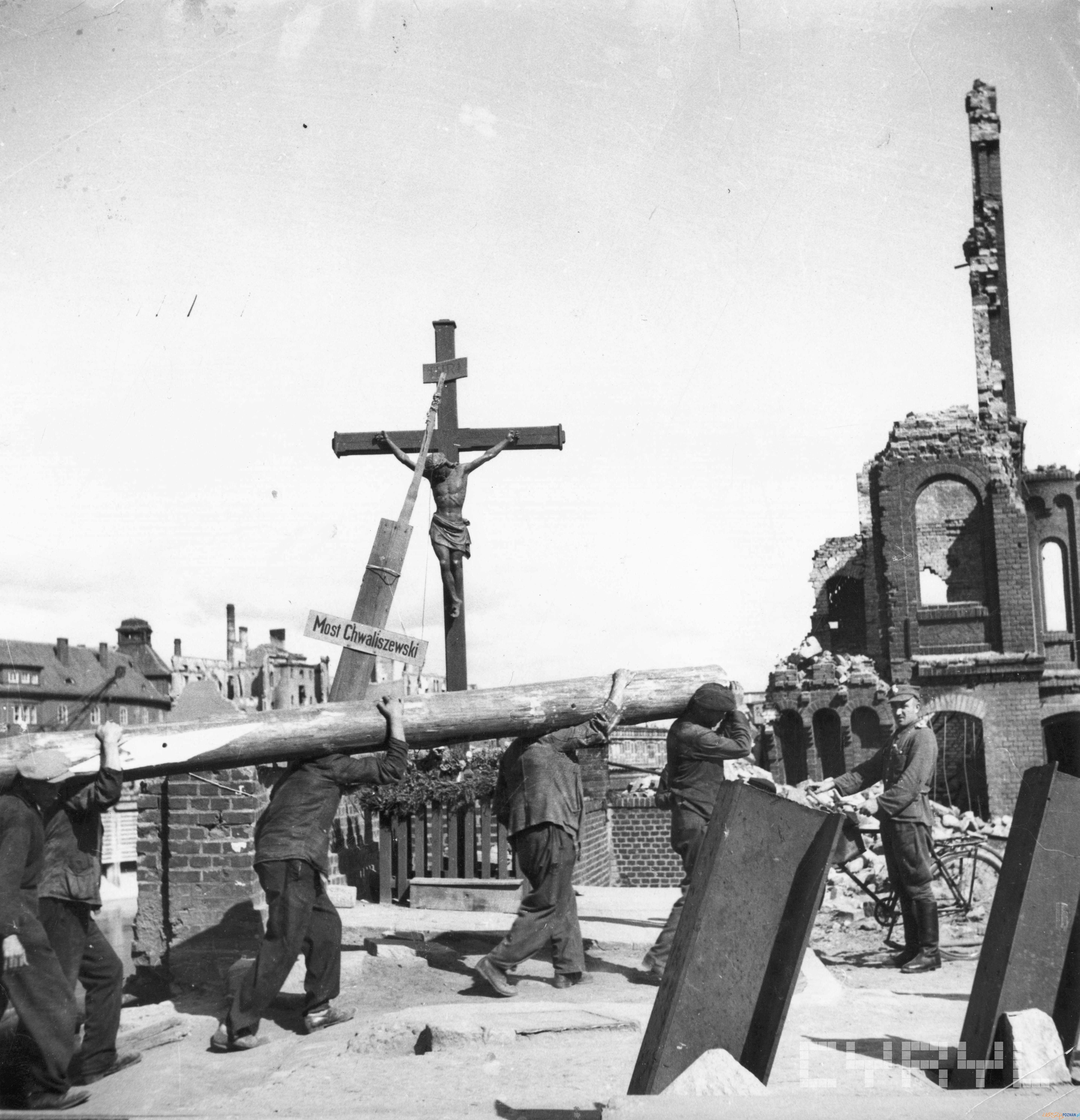 Krzyż na Moście Chwaliszewskim  Foto: Zbigniew Zielonacki / Cyryl