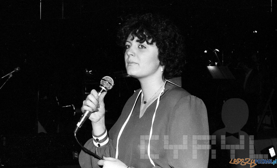 Hanna Banaszak w czasie próby generalnej przed koncertem z okazji 30-lecia Estrady Poznańskiej 7-8.03.1980