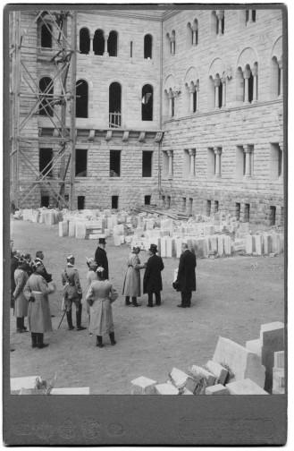 Budowa zamku w Pozananiu - wizyta cesarza