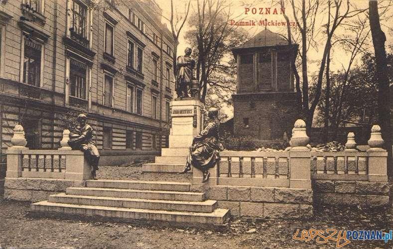 Pomnik Mickiewicza i kamienica Wicherkiwiczów przy Św. Marcinie  Foto: Archiwum BU