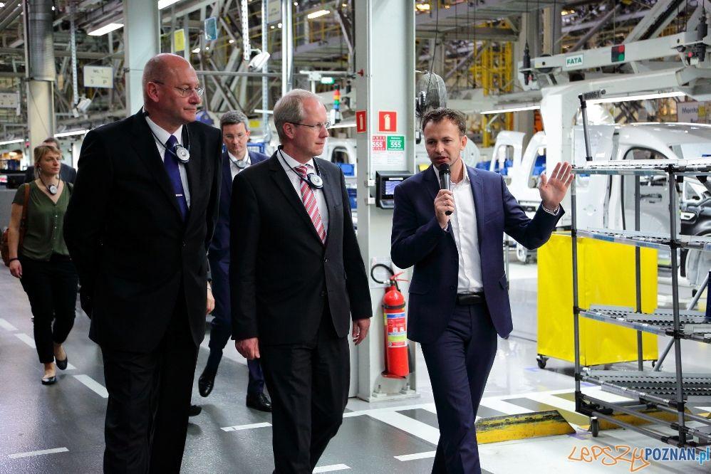 Burmistrz Hanoweru w zakładach Volkswagena w Antoninku (3)  Foto: VW Poznan L.Zech