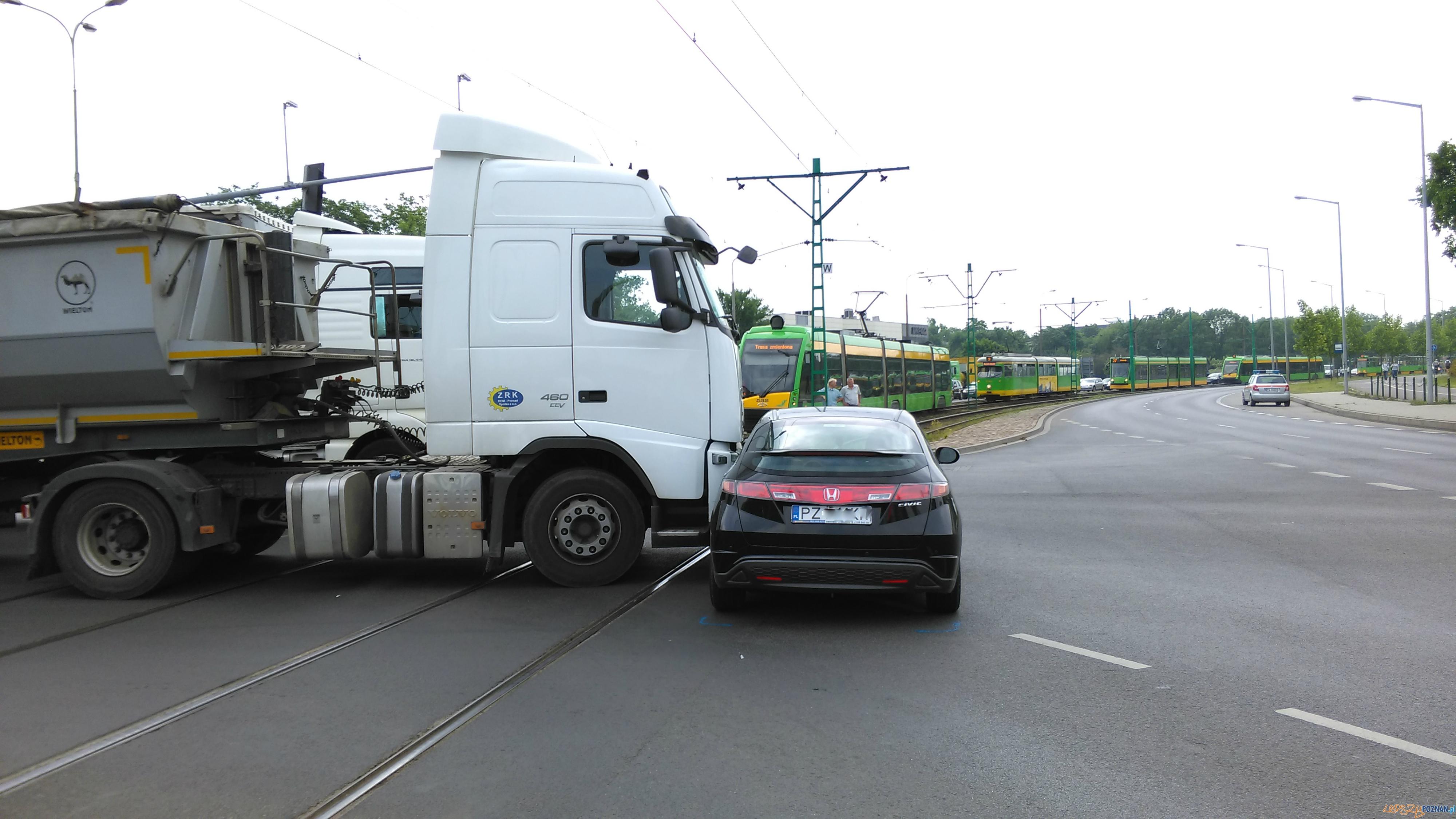 Wypadek na Jana Pawła II  Foto: lepszyPOZNAN / TD