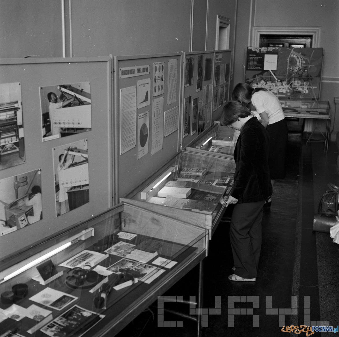 Wystawa z okazji 60 lecia Biblioteki Glownej UAM 17.07.1979 St. Wiktor Cyryl