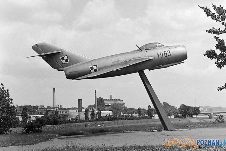 Samolot przy moście Królowej Jadwigi - 1974