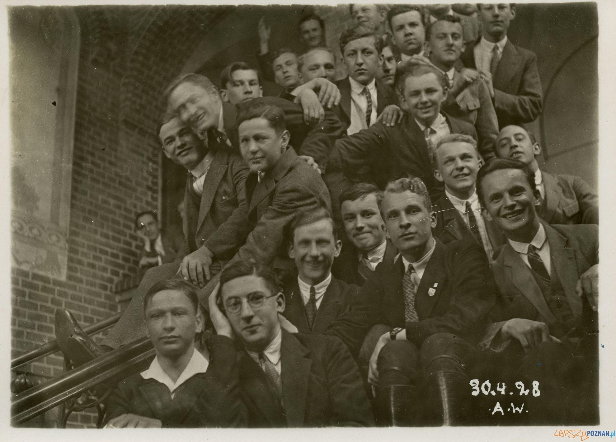 Uczniowie klasy maturalnej Gimnazjum im. K. Marcinkowskiego - 1928 r.