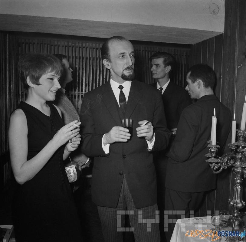 Spotkania w Galerii odNOWA przy ul. Wielkiej, na pierwszym planie Barabara Askanas-Turowska i Andrzej Matuszewski1965 - 68