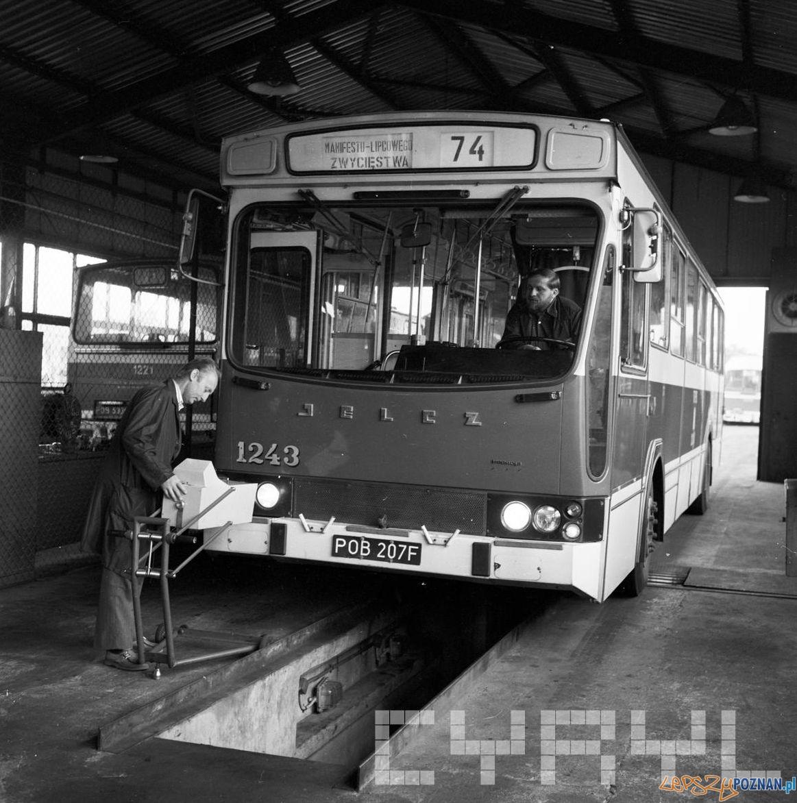 Kontrola autobusu w zajezdni - 2.05.1979