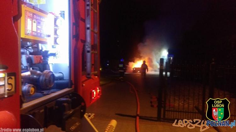 Pożar samochodu w Luboniu