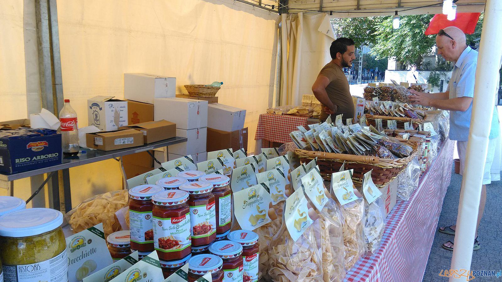 Włoski targ na Placu Wolności  (1)  Foto: TD