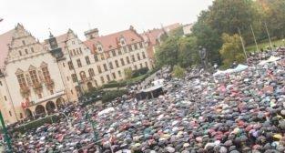 Czarny protest - Plac Mickiewicza Poznań 03.10.2016 r.