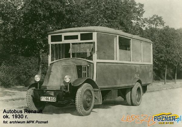 Autobus marki Renault - zakupiony w 1928 roku na potrzeby PeWuKi