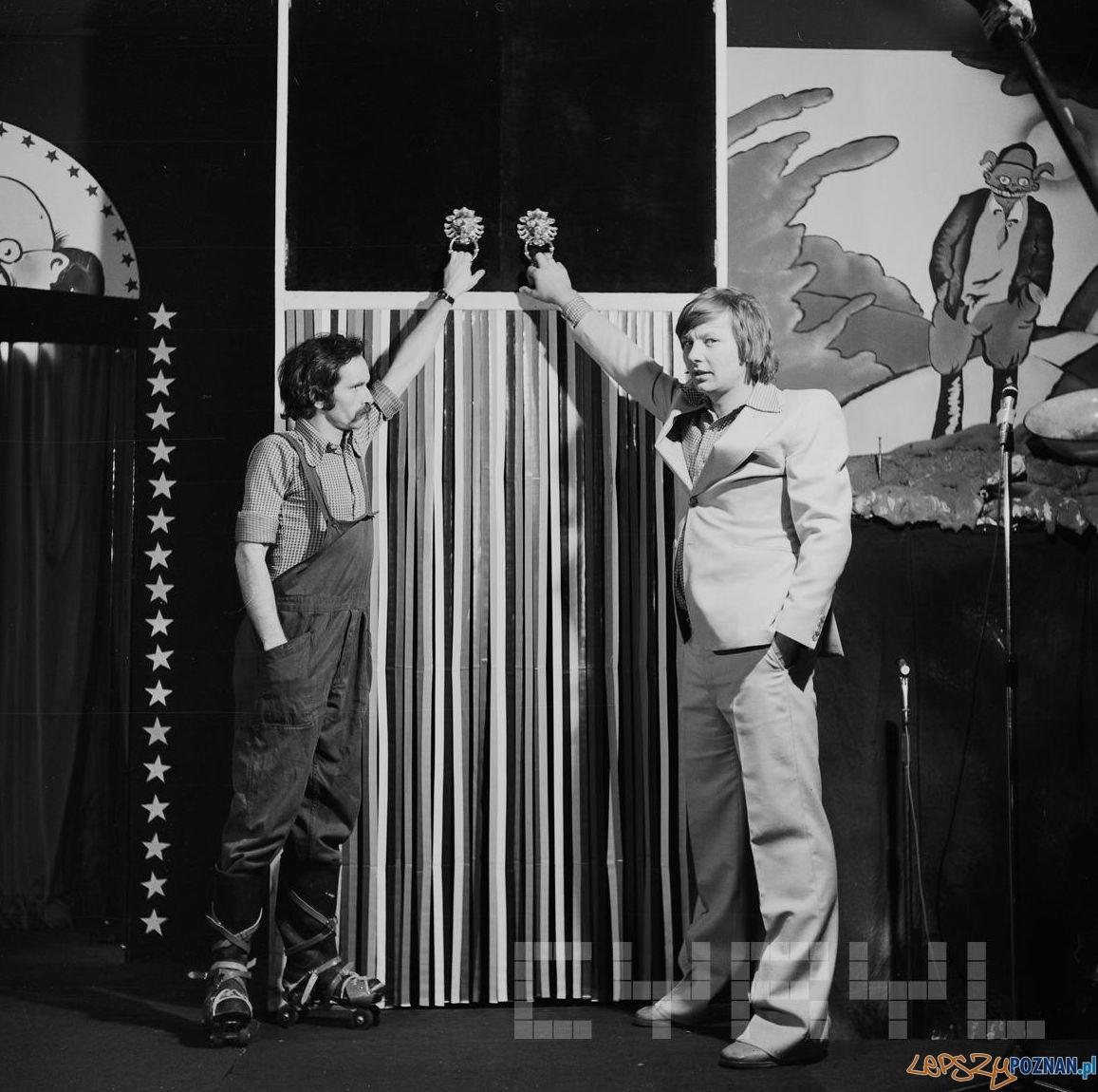 Zenon Laskowik i Bohdan Smoleń - Zbiórka, czyli z rolnictwem na TEY - kabaret na scenie przy ul. Woźnej 1978 r.  Foto: Jerzy Nowakowski / Cyryl