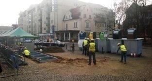 Nowe podziemne śmietniki montowane na Rynku Wildeckim