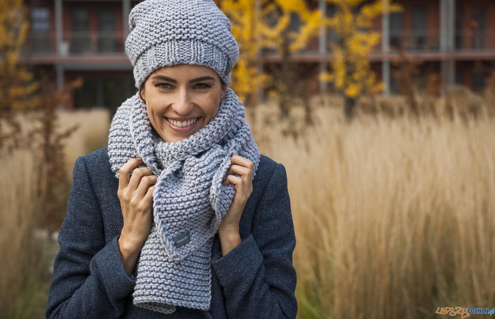 Świąteczny Wolny Targ - MOTKARNIA to rodzinna marka, której misją jest wyczarowywanie ubrań i dodatków z najwyższej jakości włóczek. Piękne, ciepłe i niepowtarzalne!