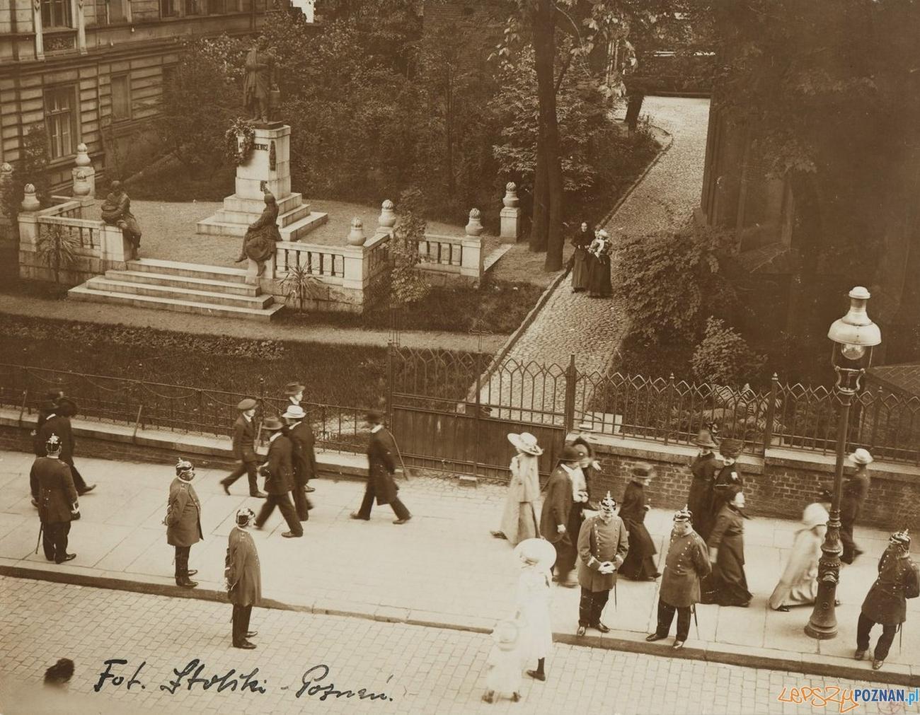 Św. Marcin - pomnik Adama Mickiewicza - rok 1913  Foto: Archiwum PAN i PAU w Krakowie / fotopolska