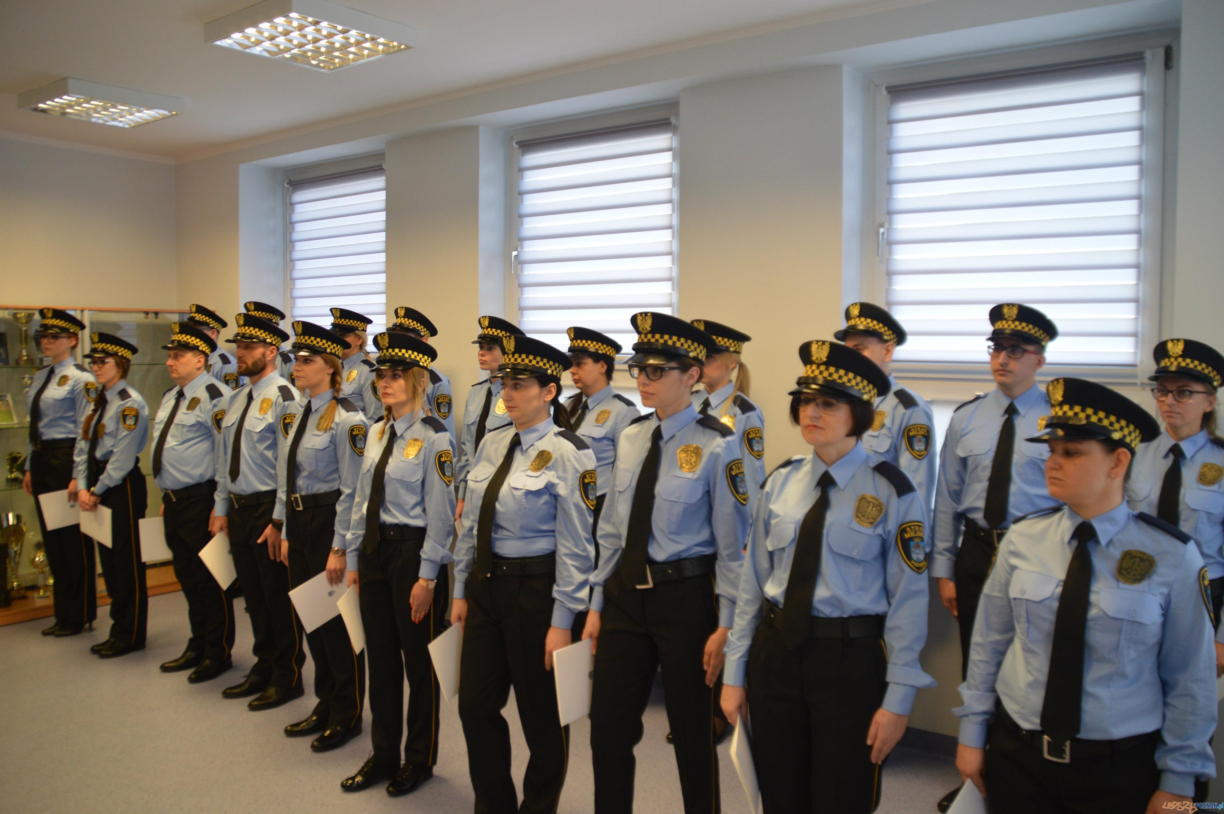 Poznań ma 20 nowych strażników miejskich  Foto: SMMP