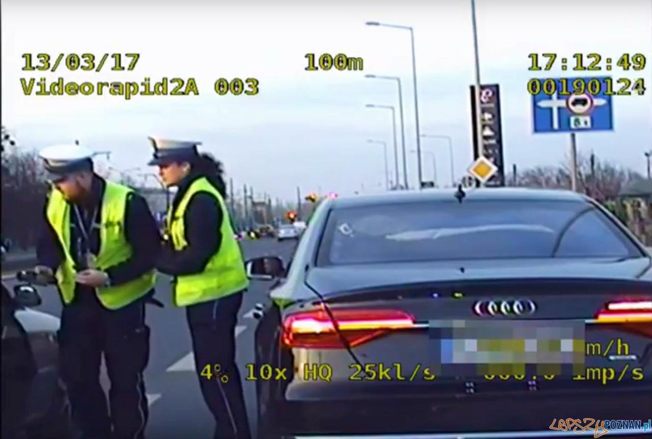 Policjanci pomogli duszącemu się dziecku - jest video  Foto: KMP