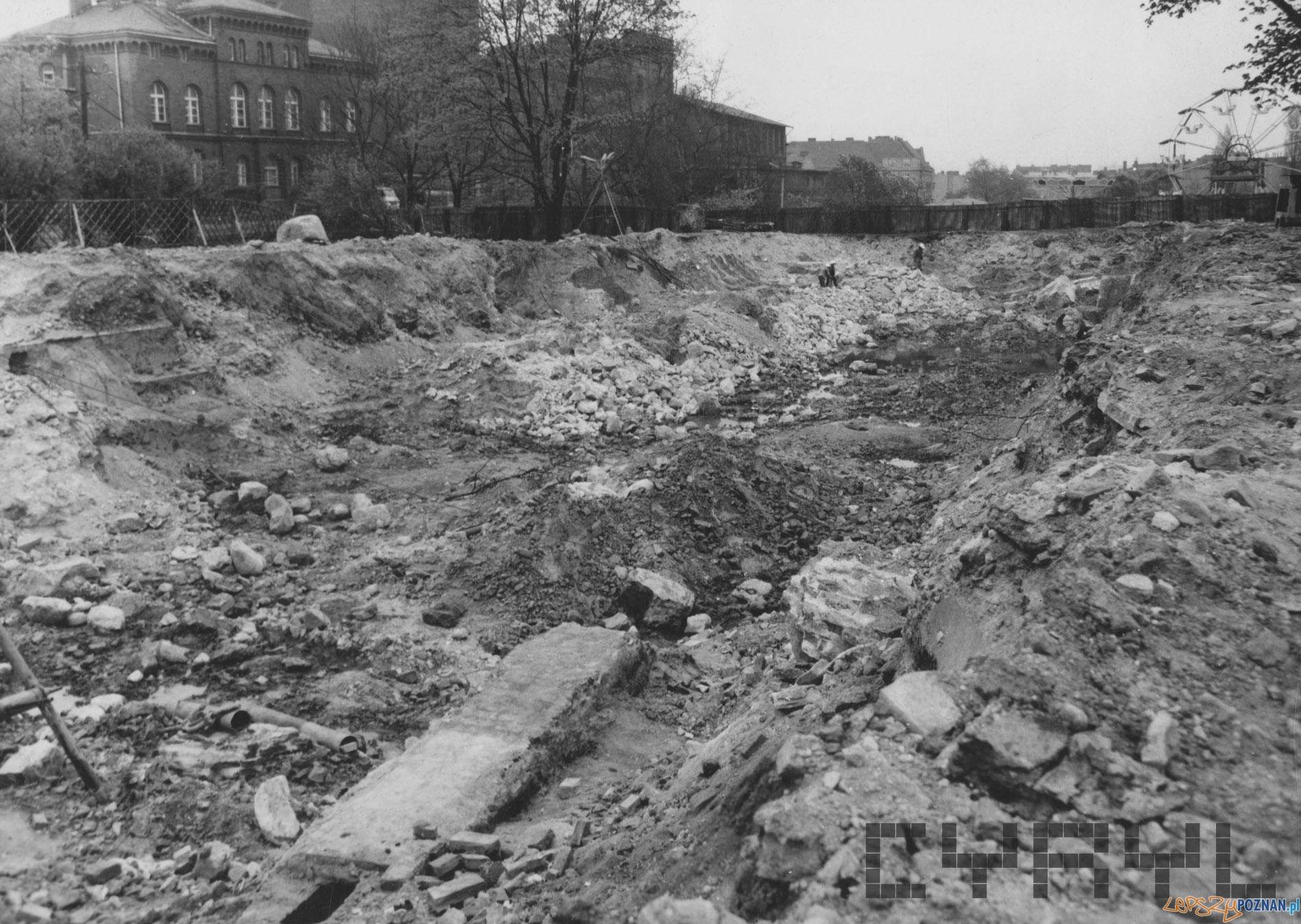Budowa Hotelu Poznań - fragmenty fundamentów Fortu Grolman - 4. kwietnia 1974