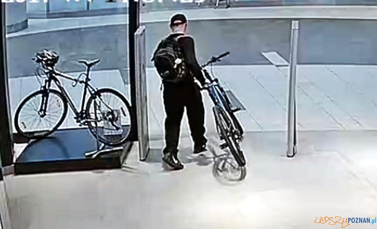 W biały dzień okradł 2 sklepy sportowe!