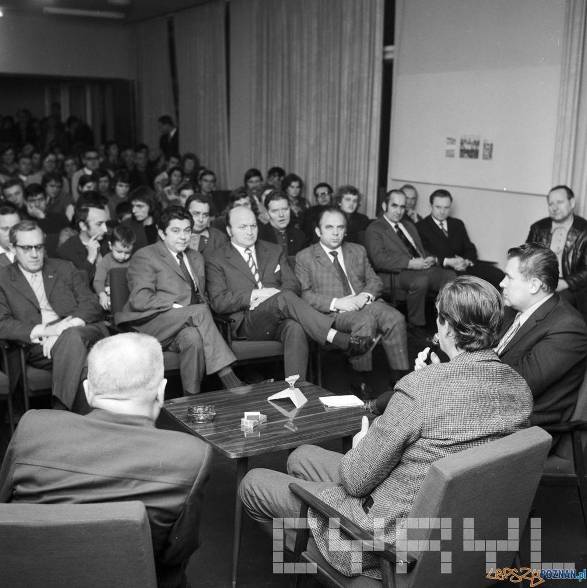 Spotkanie z Bohdanem Tomaszewskim Empik Klub Międzynarodowej Prasy i Książki 1966  Foto: Cyryl / Kronika Miasta Poznania