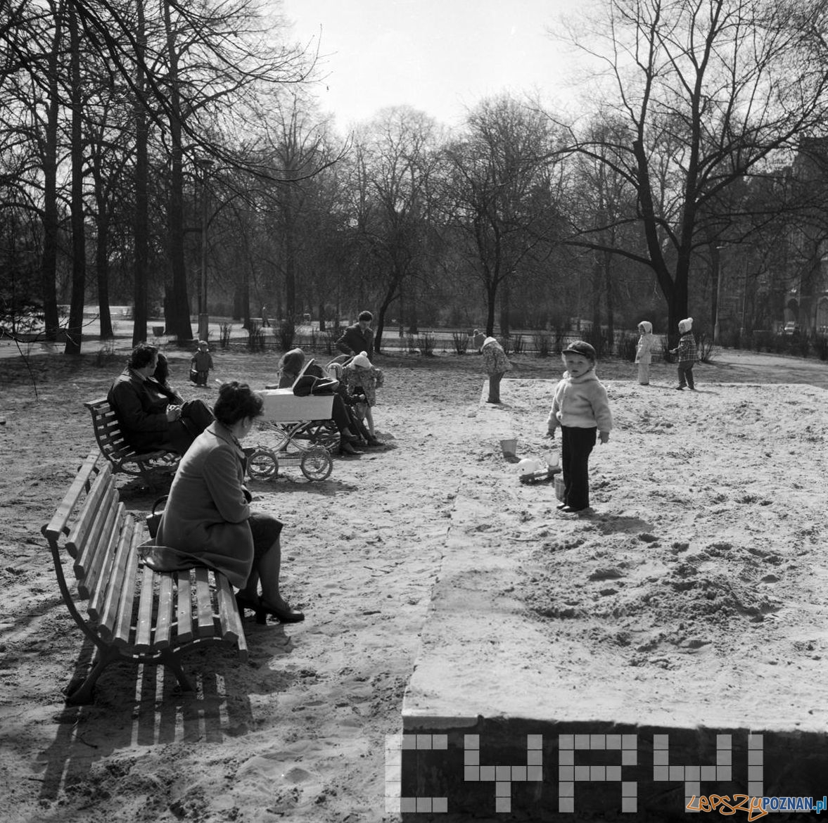Wypoczynek w Parku Kasprzaka [Wilsona] 20-21.04.1975  Foto: Stanisław Wiktor / Cyryl