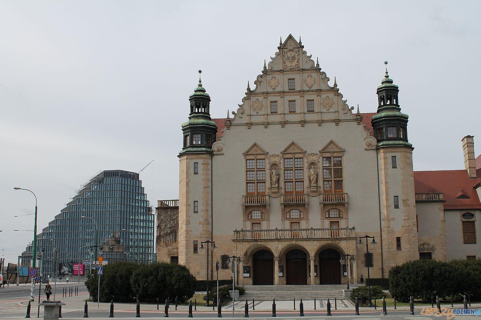 Plac Mickiewicza - Aula UAM i nowy budynek Rosevelta 22