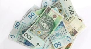 Czy warto korzystać z usług pośrednika finansowego?