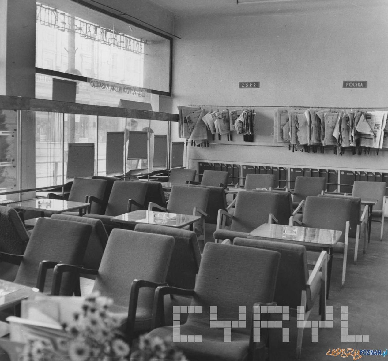 Empik Klub Międzynarodowej Prasy i Książki 1966 - czytelnia  Foto: Cyryl / Kronika Miasta Poznania