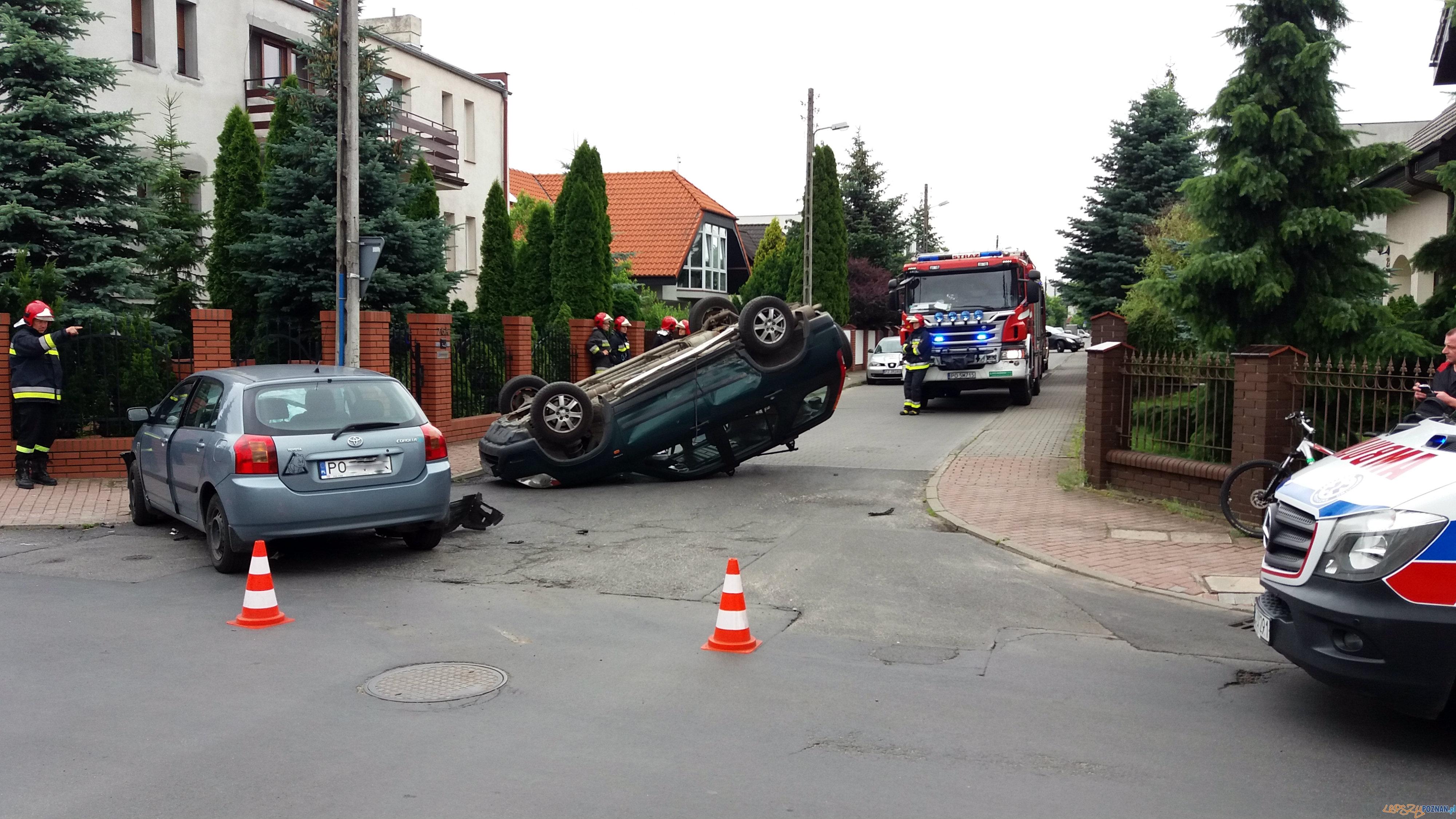 Poważny wypadek na osiedlowej uliczce!  Foto: lepszyPOZNAN / gsm