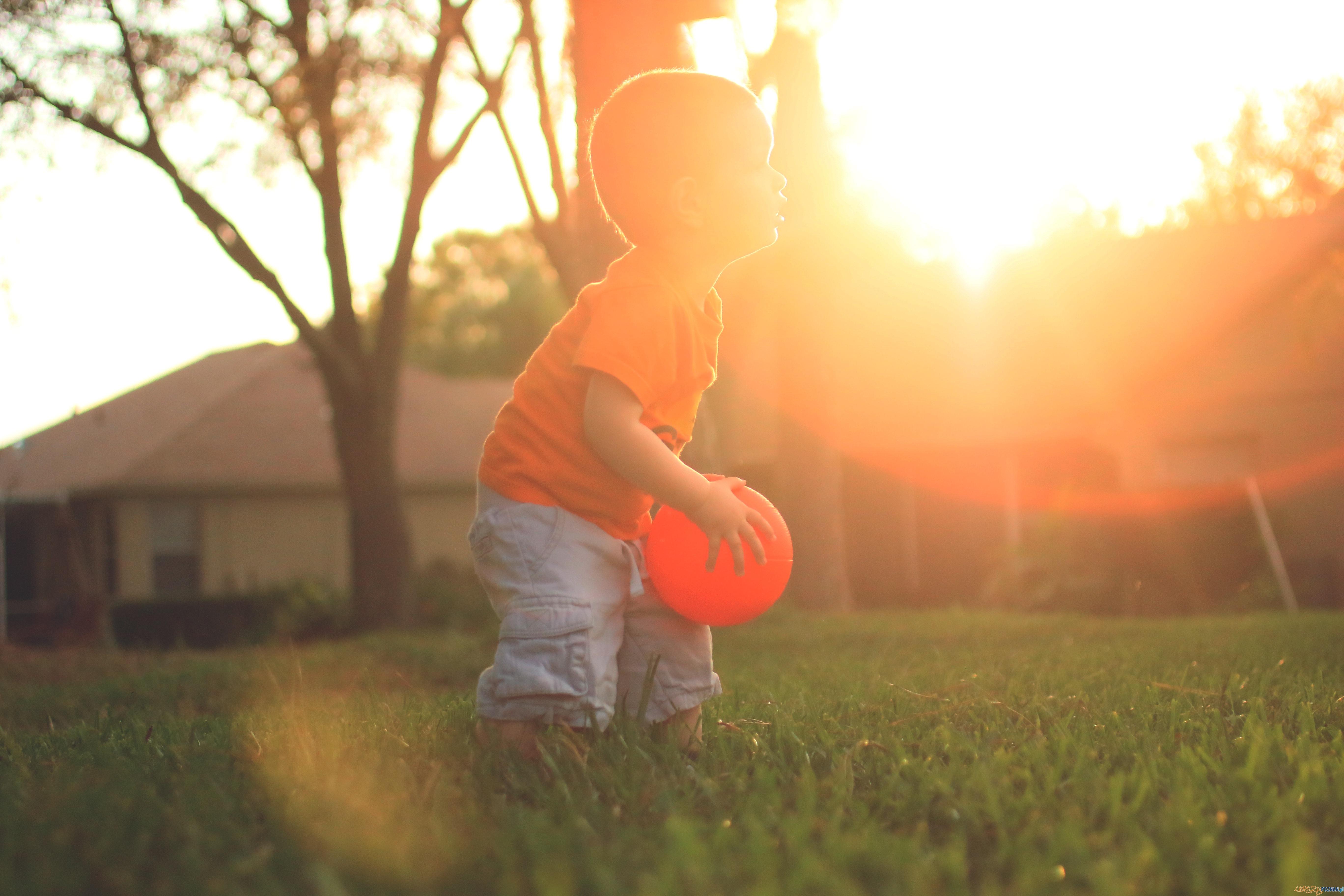 dziecko na boisku  Foto: Wendy Aros-Routman