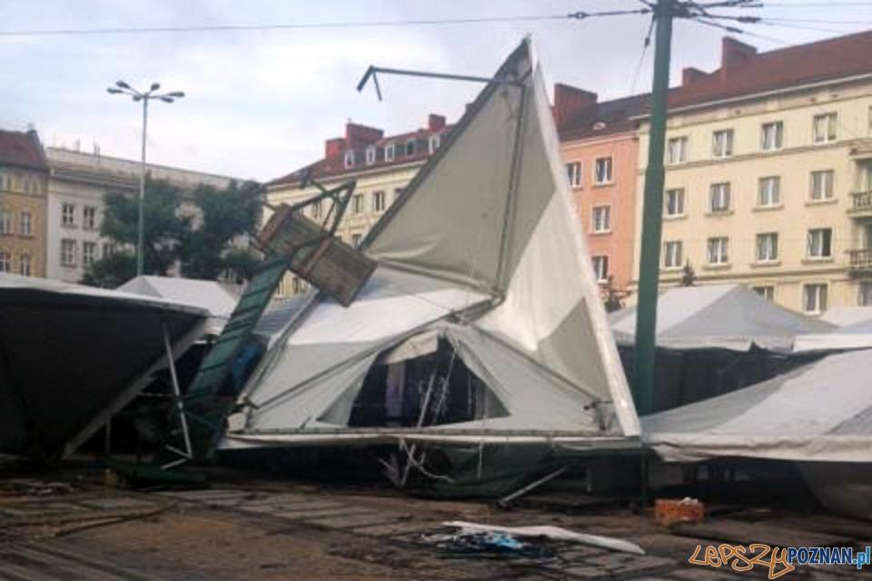 Zniszczone stragany na placu Wielkopolskim  Foto: Zbyszek Reiss