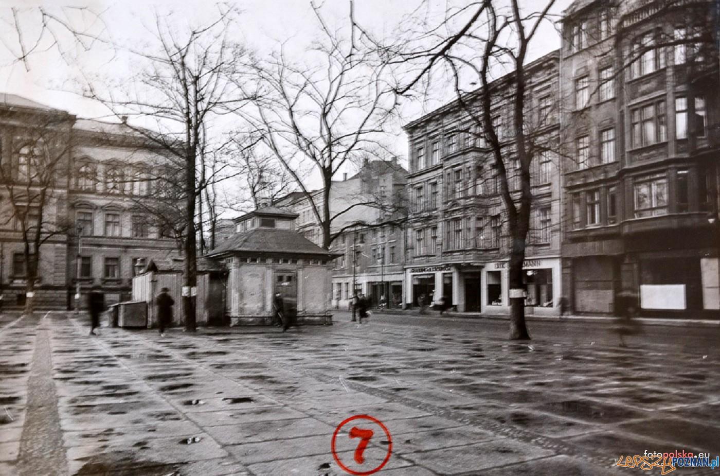 Plac Wielkopolskilata  1940-44  Foto: W. Rickweil / fotopolska.eu
