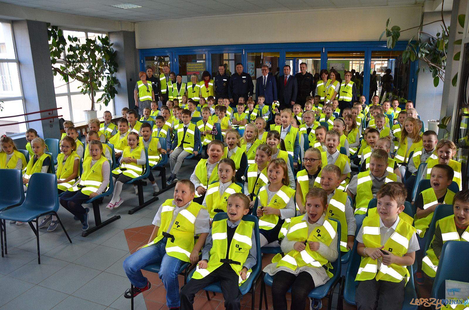 Odblaskowe kamizelki dla uczniów z Powiatu Poznanskiego (3)  Foto: materiały prasowe