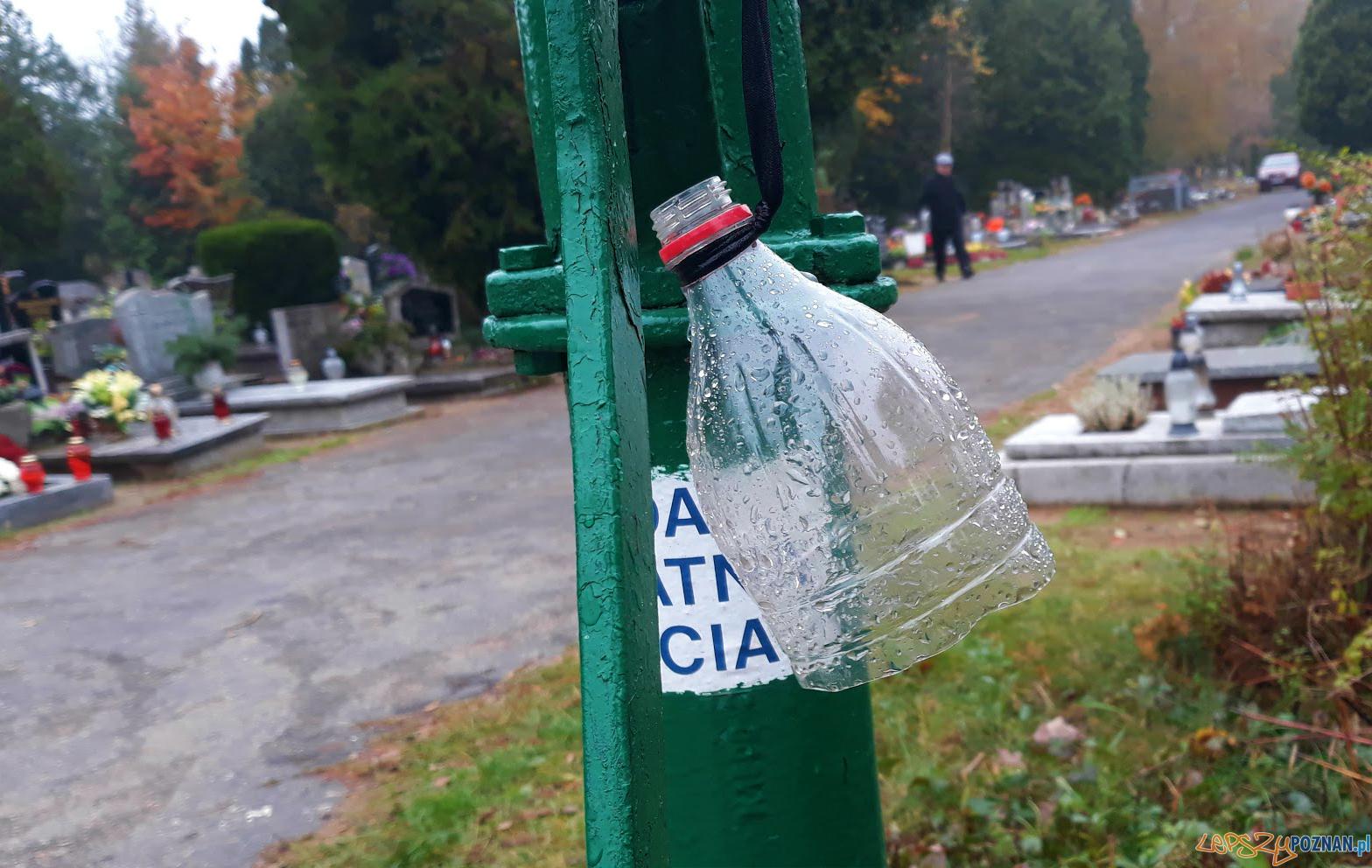 Studnia na cmentarzu na Junikowie  Foto: lepszyPOZNAN / gsm