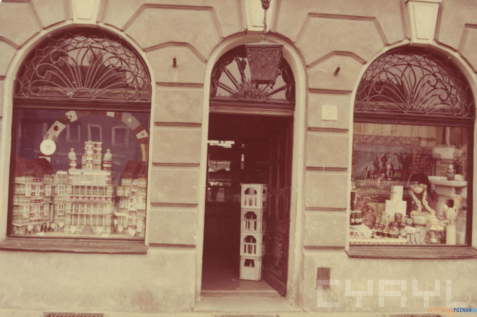 Stary Rynek - Sklep spożywczy PSS Spolem 1989 r.  Foto: PSS Społem / Cyryl