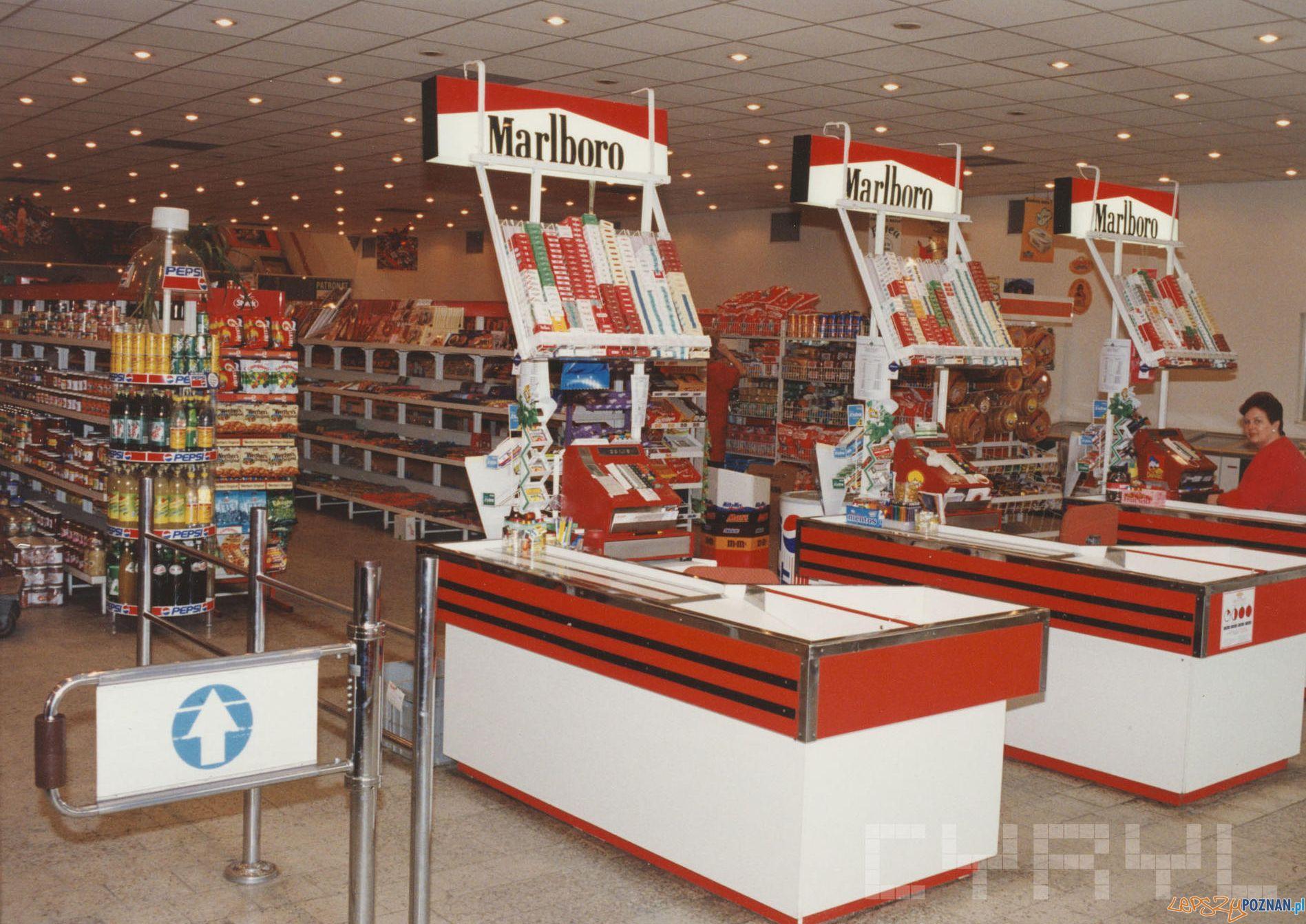 Kacik 5 - sklep PSS Społem na Łazarzu [1990 95]  Foto: PSS Społem / Cyryl