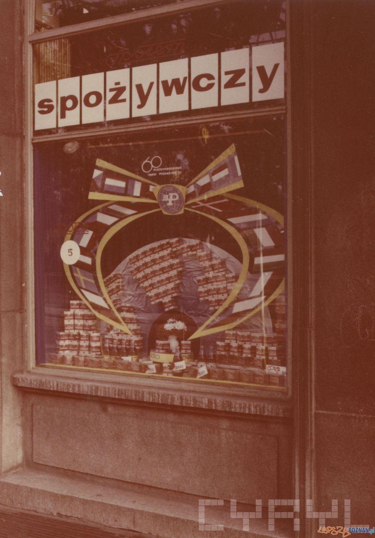 PS Społem - Plac Wolności 10 - 1989 r.  Foto: PSS Społem / Cyryl
