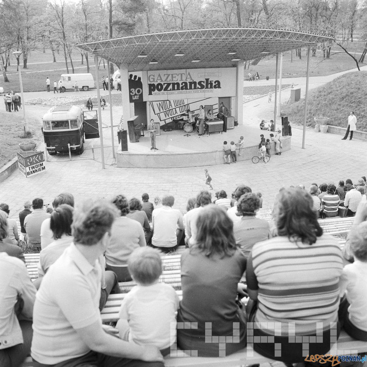 Amfiteatr Park Tysiaclecia - 30 lat Gazeta Poznanska 10.05.75  Foto: Stanisław Wiktor / Cyryl
