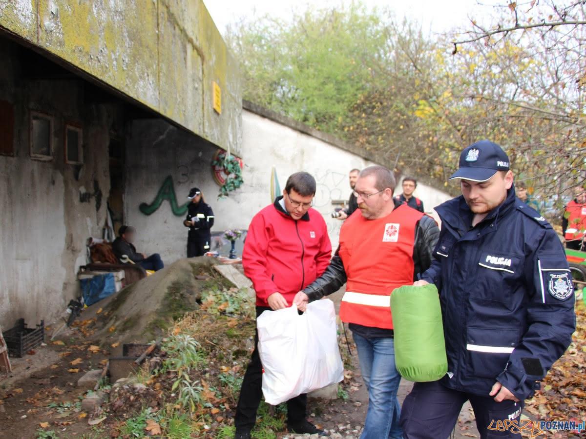 Z pomocą dla bezdomnych  Foto: KWP w Poznaniu
