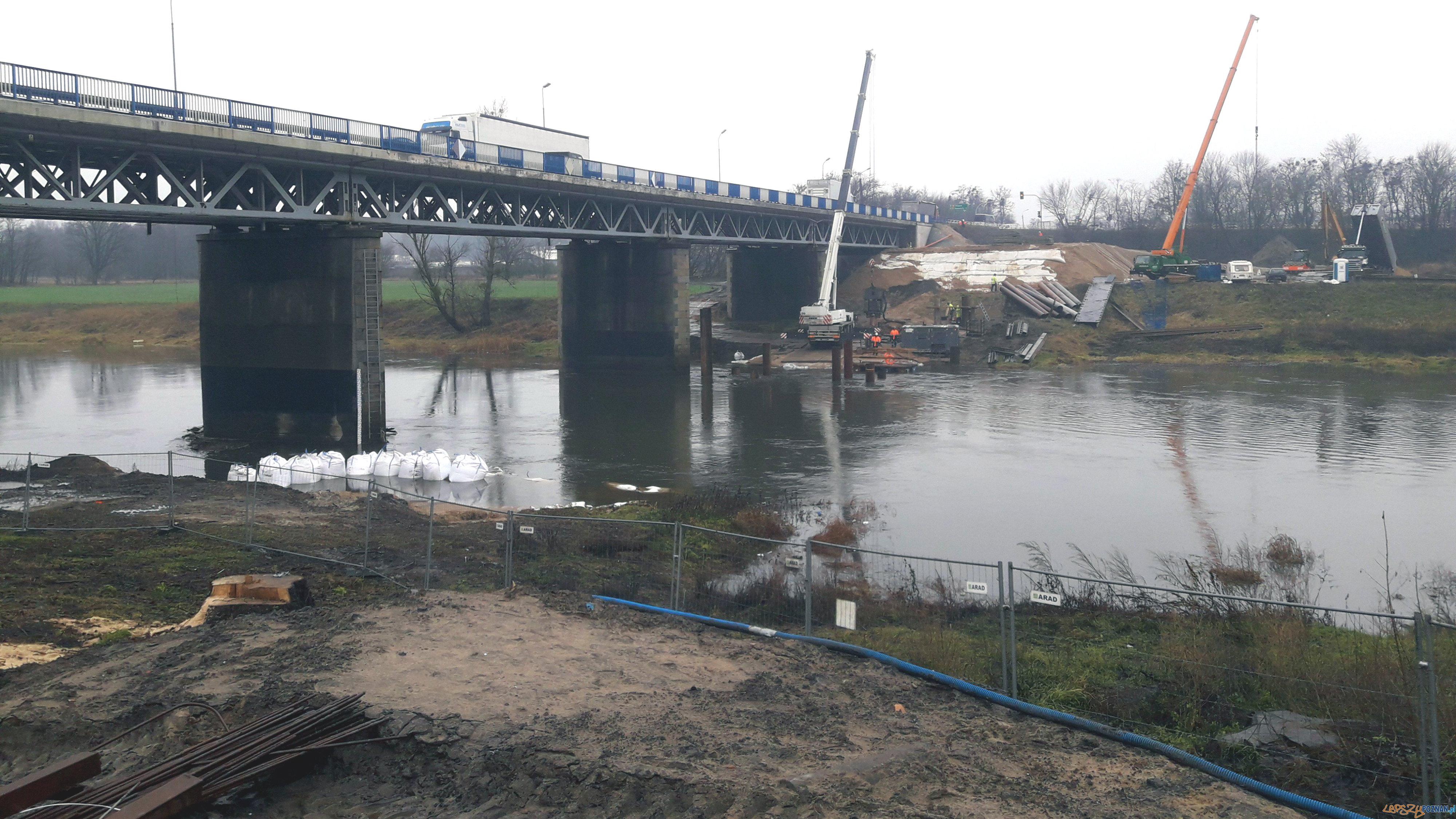 Powstaje tymczasowy most na Warcie  Foto: GDDKiA Poznań