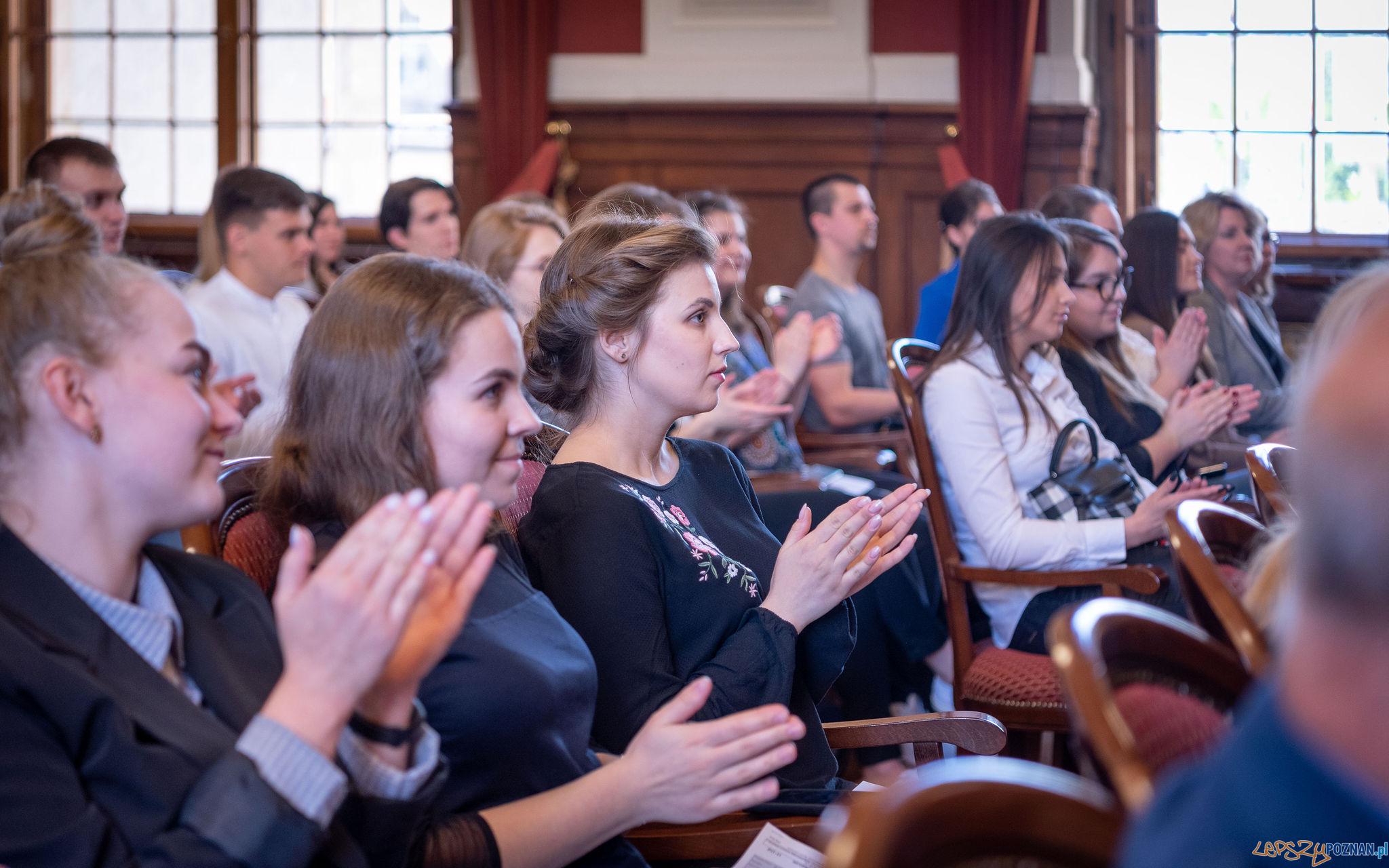 Stypendia im. dr. Jana Kulczyka dla studentów UAM z Ukrainy  Foto: Dominik Tryba / materiały prasowe Kulczyk Foundation