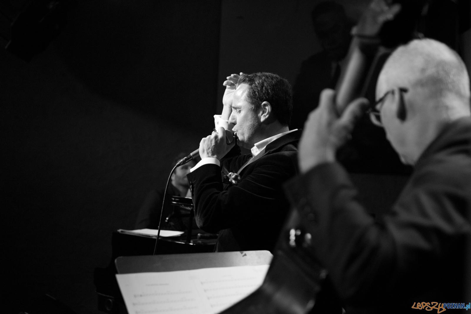 Chris Schittulli śpiewa Aznavoura  Foto: lepszyPOZNAN.pl / Ewelina Jaśkowiak