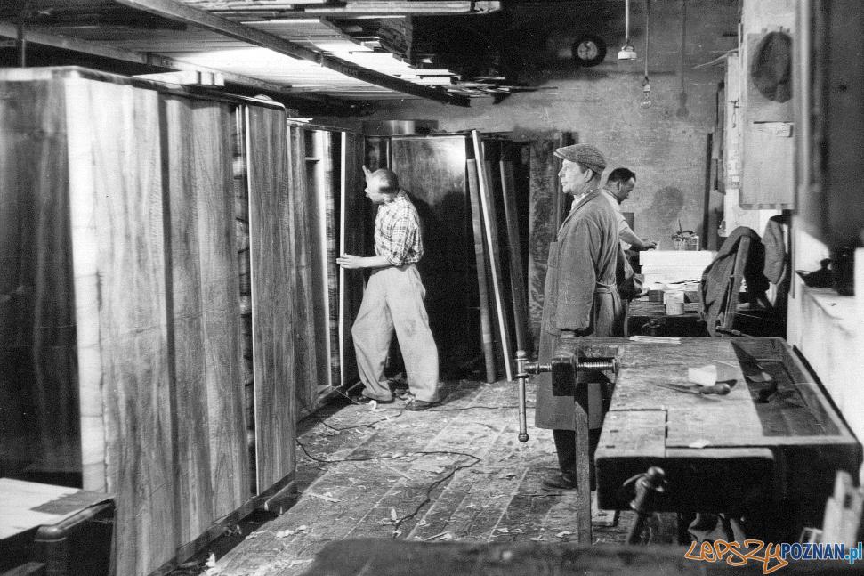 ZakИad stolarski (lata 50. XX w.)(fot. Archiwum Swarzйdzkiego Cechu Meblowego)  Foto: materiały prasowe PLOT