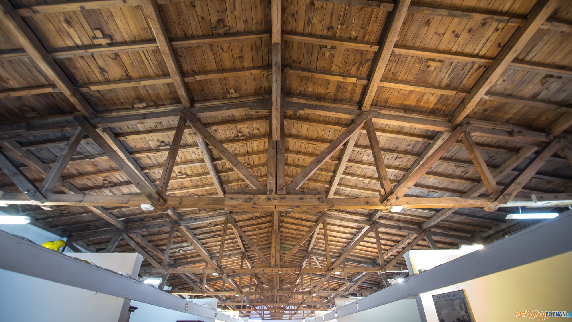 Oryginalna wiйлba dachowa historycznego budynku Pawilonu Meblowego (fot. Jakub Pindych PLOT)  Foto: materiały prasowe PLOT