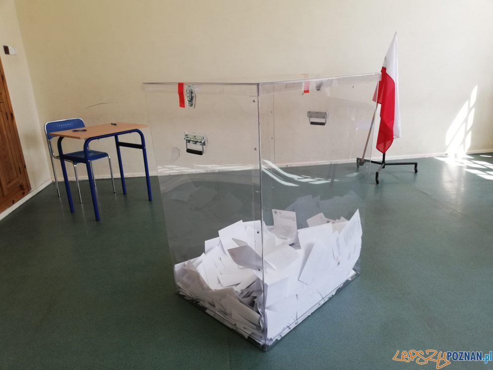 Wybory - urna wyborcza  Foto: Tomasz Dworek