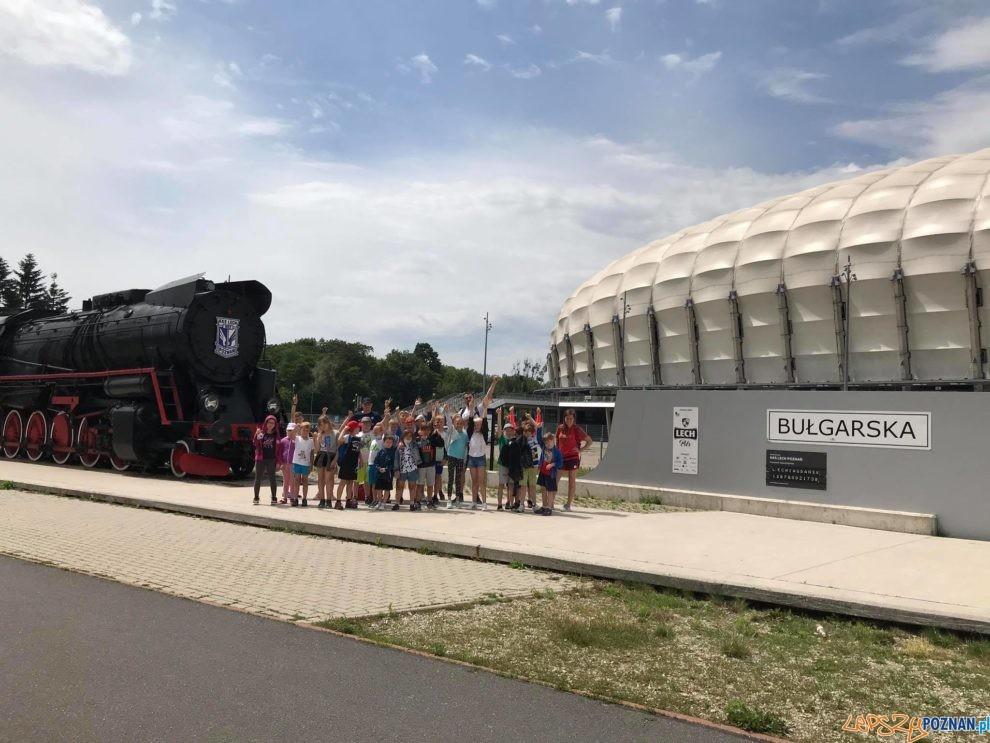 Akcja Lato - Półkoloniści przed Stadionem Miejskim  Foto: POSiR
