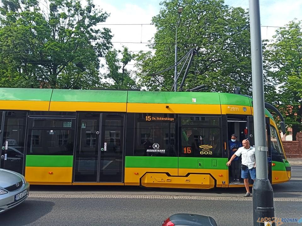 Tramwaj 15 - zerwany pantograf  Foto: lepszyPOZNAN / Piotr Rychter