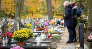 Cmentarz groby Wszystkich Swietych  Foto: wideonet - stock.adobe / Yanosik materiały prasowe